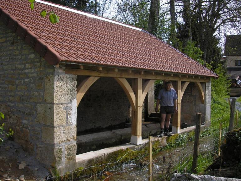 Le lavoir est rénové mai-2015