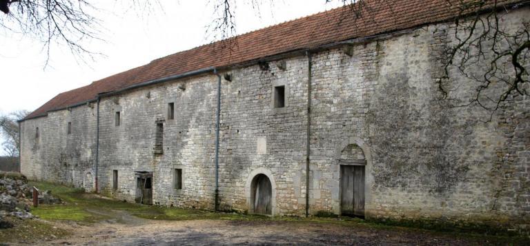 L'hôtellerie réfectoire et le logis canonial(XI et XIIe siècle)