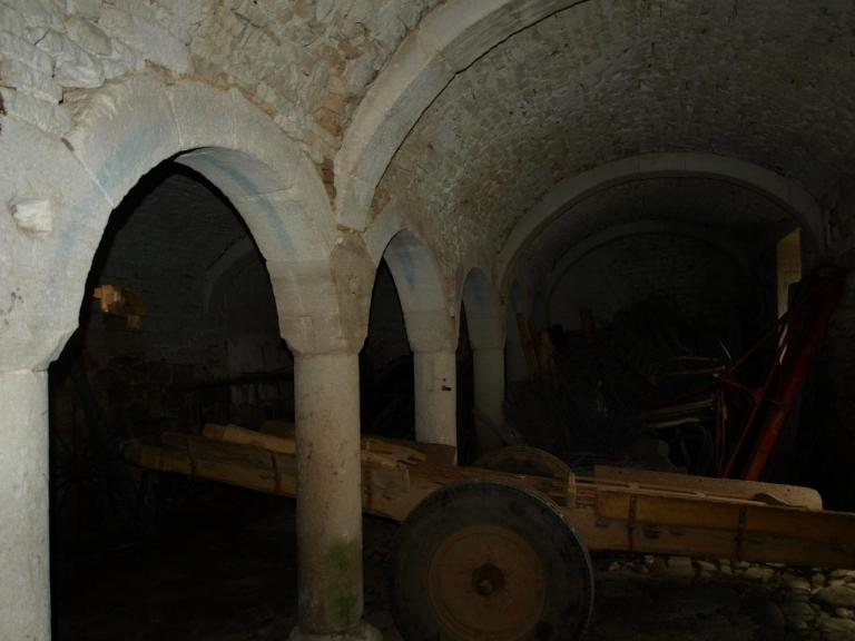 Rez de chaussée de l'hostellerie-réfectoire canonial des origines