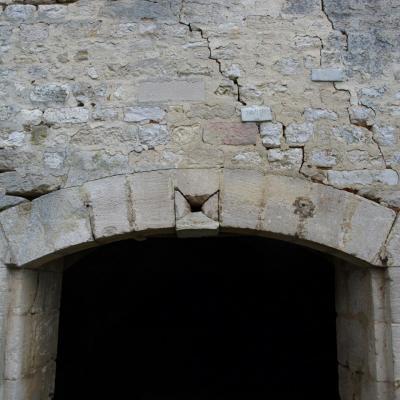 La façade se dégrade les fissures se creusent